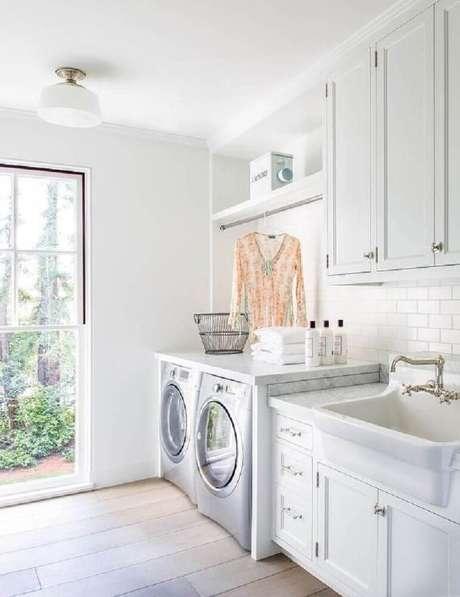 1. Uma lavanderia planejada e bem decorada pode deixar o seu dia a dia de trabalho mais otimizado e agradável – Foto: Pinterest