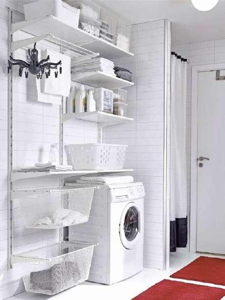 55. Sempre que possível utilize prateleiras e cestas organizadoras para lavanderia – Foto: Home Decorating Ideas