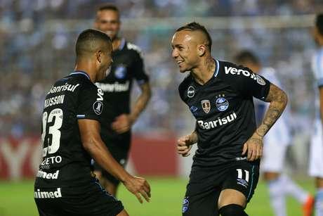 Everton fez o segundo gol do Grêmio e ampliou a vantagem