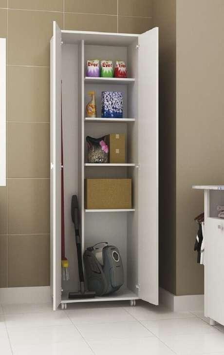 6. O armário multiuso para lavanderia é uma das melhores opções para organização desse espaço – Foto: AboutHome