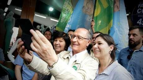 Alckmin durante campanha em São Paulo - candidato perde para Bolsonaro no seu próprio reduto