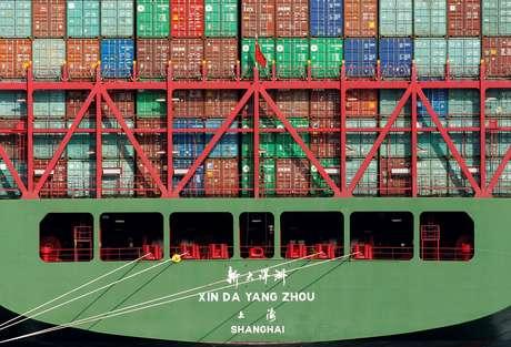 Navio com carregamento de containers  07/10/2010 REUTERS/Lucy Nicholso