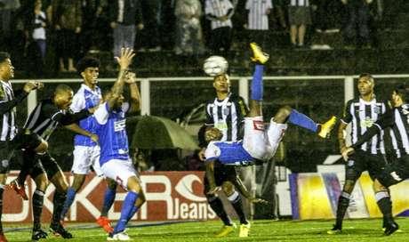 Francis mira vitória contra o Boa Esporte (Foto: Divulgação)