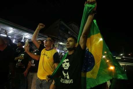 Apoiadores de Bolsonaro se reúnem em Aparecida