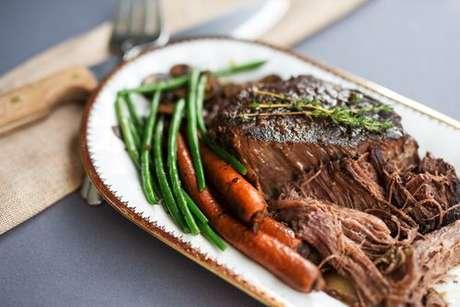 Carne assada com cenoura e vagem
