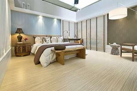 30- A colocação do piso laminado deve ser feita por profissionais capacitados. Fonte: MdeMulher