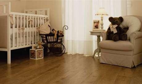 26- Piso laminado complementa a decoração de quarto de bebê. Fonte: Piso laminado em BH
