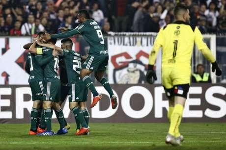 Palmeiras mostra que é visitante indigesto e bate o Colo-Colo por 2 a 0, em Santiago, pela Libertadores (Foto: AFP)