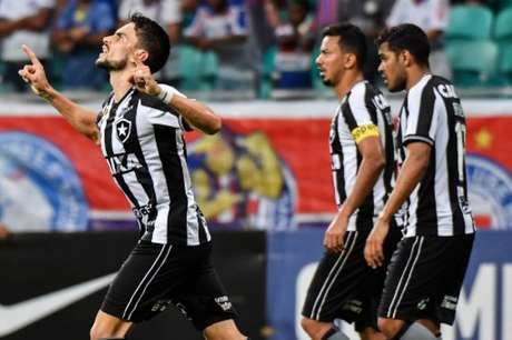 Rodrigo Pimpão valorizou a atuação alvinegra, apesar da derrota (Foto: NELSON ALMEIDA / AFP)