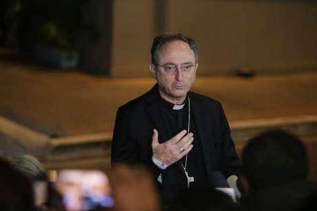 Dom Sérgio da Rocha, presidente da Conferência Nacional dos Bispos do Brasil (CNBB), em frente aos estúdios da TV Aparecida