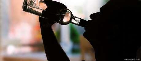 O consumo de álcool está associado a mais de 200 problemas de saúde e deixa as pessoas mais vulneráveis a doenças