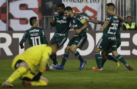 Jogadores do Palmeiras comemoram o primeiro gol da vitória sobre o Colo-Colo, quinta (Foto: Cesar Greco)
