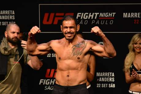 Rogério Minotouro na pesagem do UFC Fight Night Marreta X Anders