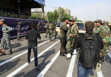 Alvo dos atiradores foi um desfile militar