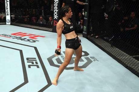 Estreando pelo Ultimate, Livinha Souza saiu vencedora ainda no primeiro round de luta (Foto: Getty Images)