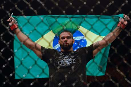 Thiago Marreta venceu o norte-americano Eryk Anders em três rounds