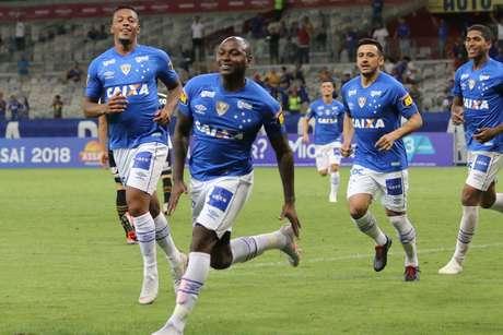 Sassá marcou o primeiro gol do Cruzeiro