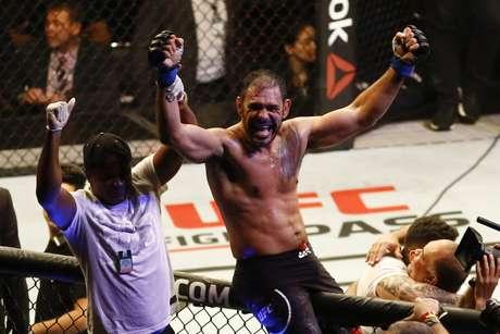 Rogério Minotouro venceu por nocaute Sam Alvey (USA) na luta entre meio-pesado