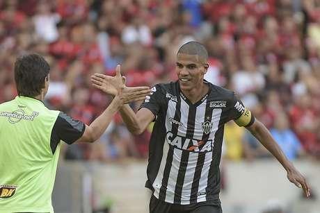 Leonardo Silva comemora gol do Atlético-MG