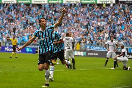 Geromel marca o primeiro gol para o Grêmio