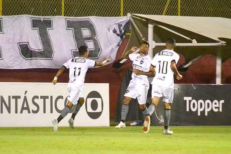 Jogadores do Botafogo comemoram gol