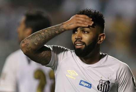 Gabigol reage em campo pelo Santos
