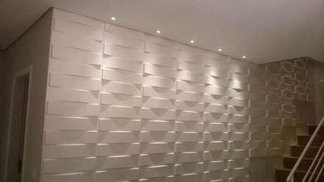 45. Gesso 3D em parede que acompanha a escada. Foto de Pinterest