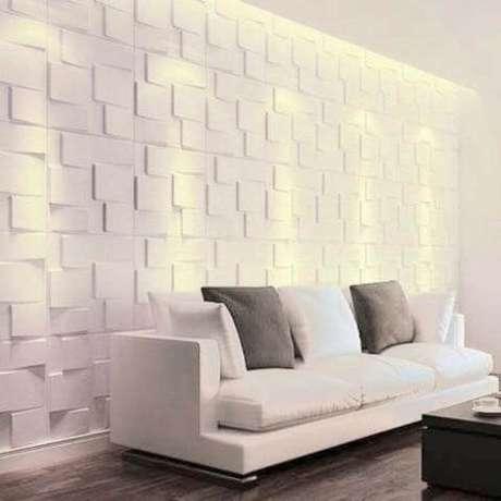 34. Sala clara com placas grandes de gesso 3D geométrico. Foto de OLX