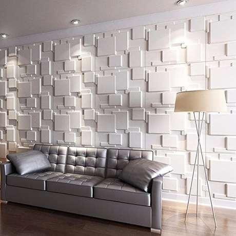26. Sala de estar com parede de gesso 3D geométrico atrás do sofá. Foto de Mercado Livre