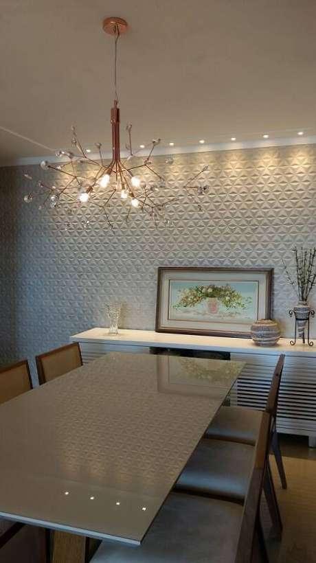 69. Sala de jantar com parede de gesso 3D. Projeto de Duo Arquitetura