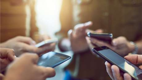 Mais da metade dos brasileiros usam alguma rede social regularmente, de acordo com as últimas pesquisas