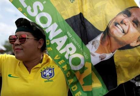 Simpatizante do presidenciável do PSL, Jair Bolsonaro, participa de comício  15/09/2018 REUTERS/Bruno Kelly