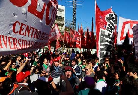 A paralisação convocada pela Confederação Geral do Trabalho (CGT) visa protestar contra os ajustes do governo em meio à crise que afeta o país devido à desvalorização abrupta do peso