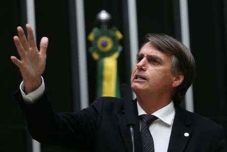 Jair Bolsonaro (PP-RJ) discursa no plenário da Câmara dos Deputados, em Brasília (DF).