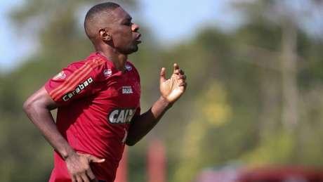 Juan sofreu grave lesão e tem previsão de recuperação para o ano que vem (Foto: Gilvan de Souza / Flamengo)