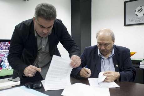 Orlando Rollo (à esq) atacou Peres (à dir) em suas redes sociais após vazamentos (Foto: Ivan Storti/Santos)