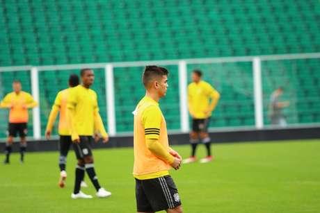 Renan Mota foca no duelo contra o Atlético-GO (Foto: Divulgação)
