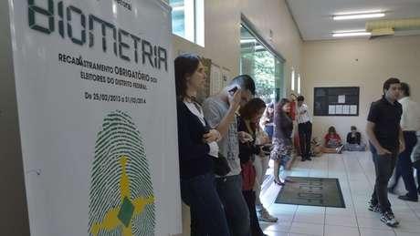 Eleitores esperam para fazer cadastro biométrico no Distrito Federal; Nordeste é região com mais cancelamentos | Foto: Marcello Casal jr/Agência Brasil