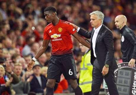 Após eliminação, Mourinho e Pogba vivem tensão no United