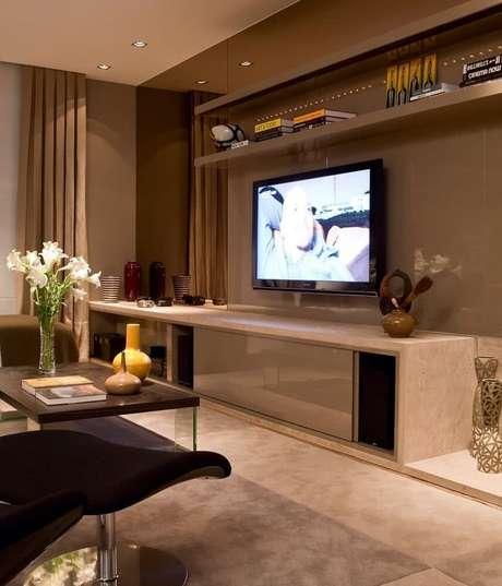 6. Decoração com espelho bronze para sala de estar – Foto: Pinterest