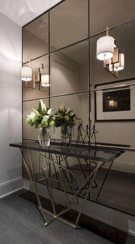 32. O hall de entrada com espelho de bronze fica muito mais sofisticado e interessante – Foto: Futurist Architecture