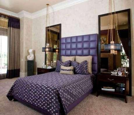 39. Uma ideia interessante para decoração com espelho bronze para quarto é utilizá-los nas laterais da cama – Foto: Homedit