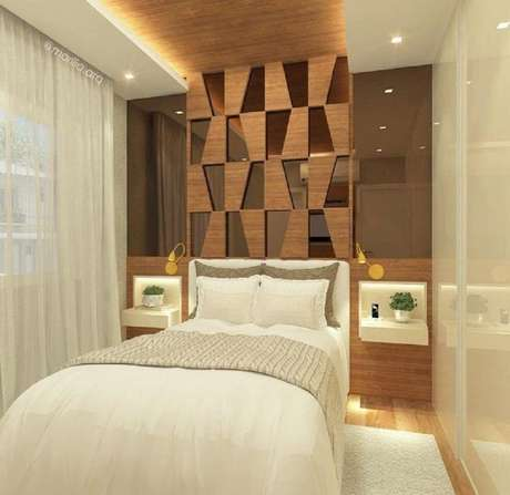 9. Quarto decorado em tons de bege e com espelho bronze nas laterais da cama – Foto: Marília Zimmermann