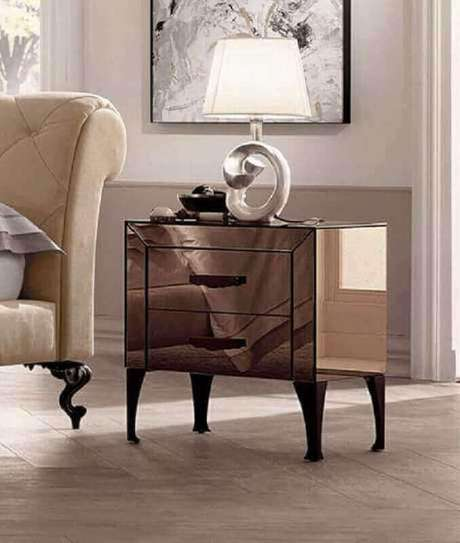 64. Além do aparador espelhado bronze você pode encontrar diversos outros móveis com esse acabamento – Foto: Pinterest