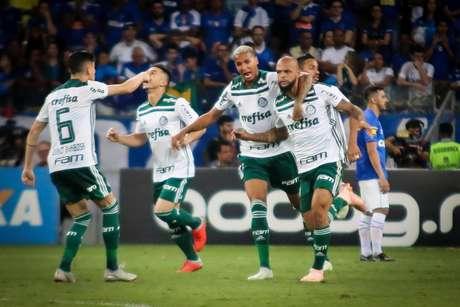 Felipe Melo marcou o gol de empate do Palmeiras