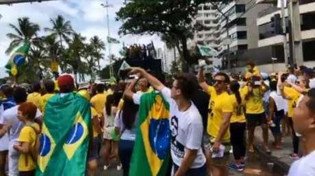 """A música """"Proibidão do Bolsonaro"""",paródia da música """"Baile de Favela"""", de MC João, embalou a """"Marcha da Família com Bolsonaro"""", no Recife."""