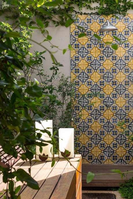 2. Azulejos na área externa da casa