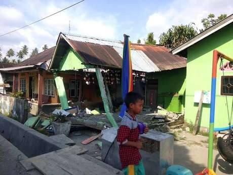 Destruição provocada por terremoto em Donggala, Indonésia