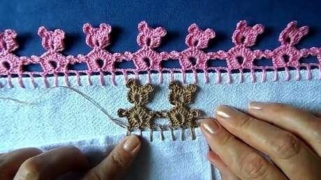 28. Bico de crochê em formato de ursinhos. Foto de Artes da Cata