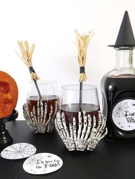 22. Modelo de copo personalizado para decoração de festa de Halloween – Foto: Pinterest